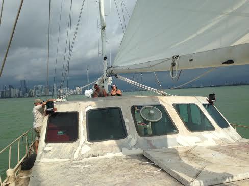 jess-john-happy-sailing